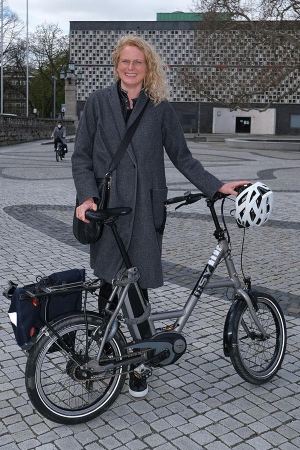 Hannover - hann-Radaktion-VIP-Runde | Fast 30 Führungskräfte steigen am Donnerstag nicht nur symbolisch aufs E-Bike oder das eigene Rad um. Zwei Wochen lang nehmen Sie alle nahen Termine nur mit dem Rad wahr und schreiben anschließend einen Erfahrungsbericht. - Gudrun Benne - Foto Tim Schaarschmidt