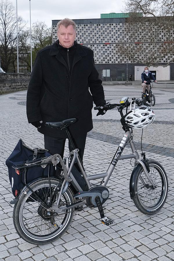 Hannover - hann-Radaktion-VIP-Runde | Fast 30 Führungskräfte steigen am Donnerstag nicht nur symbolisch aufs E-Bike oder das eigene Rad um. Zwei Wochen lang nehmen Sie alle nahen Termine nur mit dem Rad wahr und schreiben anschließend einen Erfahrungsbericht. - Günter Evert - Foto Tim Schaarschmidt