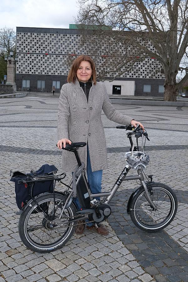 Hannover - hann-Radaktion-VIP-Runde | Fast 30 Führungskräfte steigen am Donnerstag nicht nur symbolisch aufs E-Bike oder das eigene Rad um. Zwei Wochen lang nehmen Sie alle nahen Termine nur mit dem Rad wahr und schreiben anschließend einen Erfahrungsbericht. - Dr. Susanna Zapreva - Foto Tim Schaarschmidt